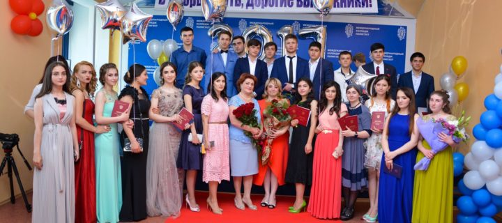 Мероприятие, посвященное торжественному вручению дипломов, состоялось 30.06.2017 в «Международном колледже «Полиглот»