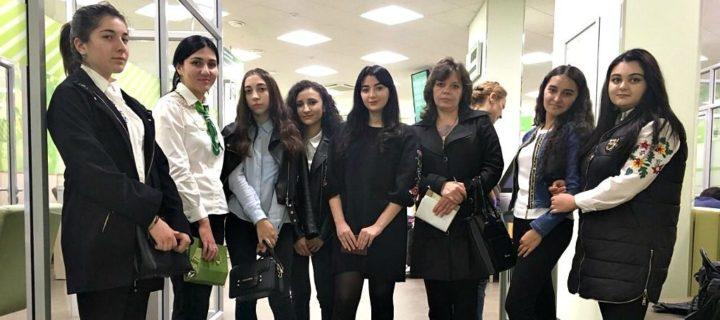 19 октября 2017 года студенты 3 курса специальности «Банковское дело» Международного колледжа «Полиглот» с учебным визитом посетили КЧО № 8585/3 ПАО Сбербанк в г. Черкесске.
