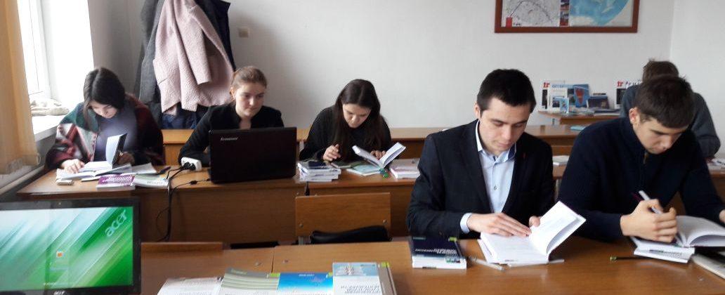 В Международном колледже «Полиглот» успешно функционирует читальный зал